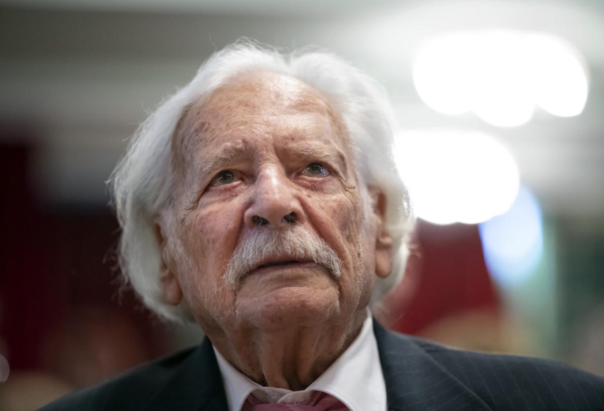 Bálint gazda (Bálint György kertészmérnök) az MSZP budapesti nőnapi rendezvényén, ahol közéleti díjat vett át 2019. március 9-én.