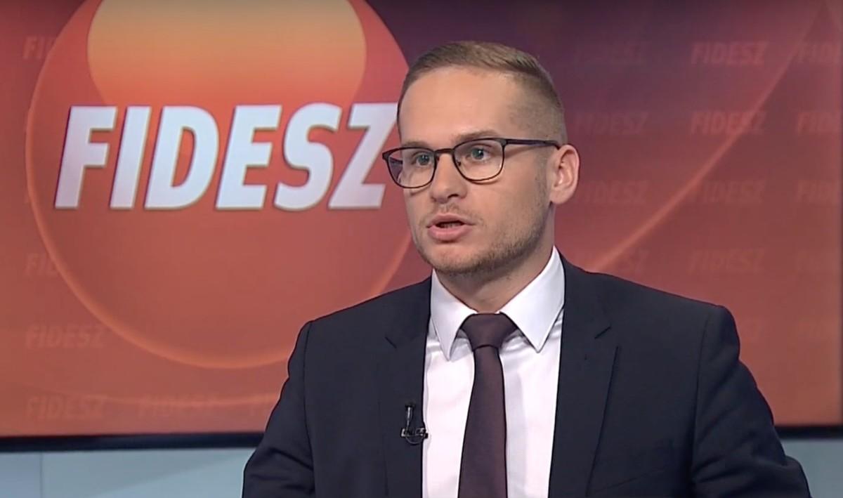 """""""A Fidesz a legsikeresebb párt a Néppárton belül"""" – a köztévé fáradhatatlanul tolja a propagandát"""
