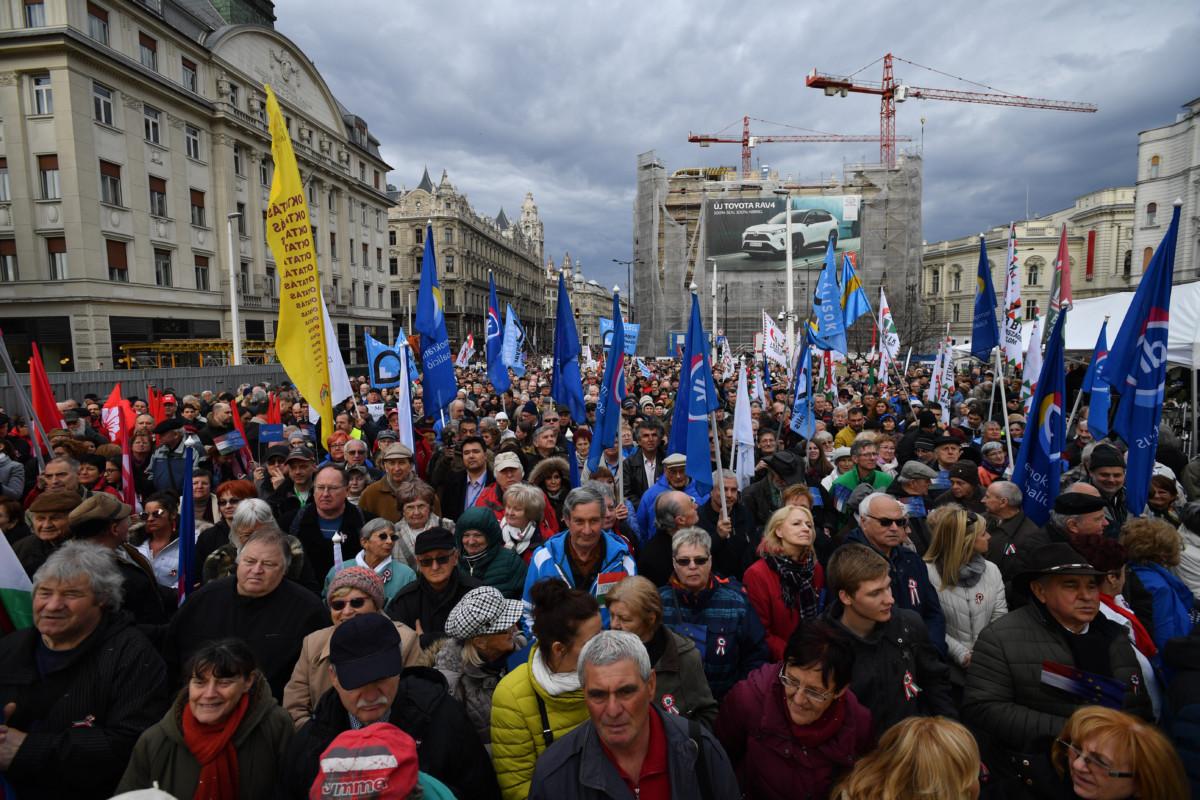 Az ellenzéki pártok demonstrációja Budapesten a Szabad sajtó útján 2019. március 15-én, az 1848/49-es forradalom és szabadságharc emléknapján.