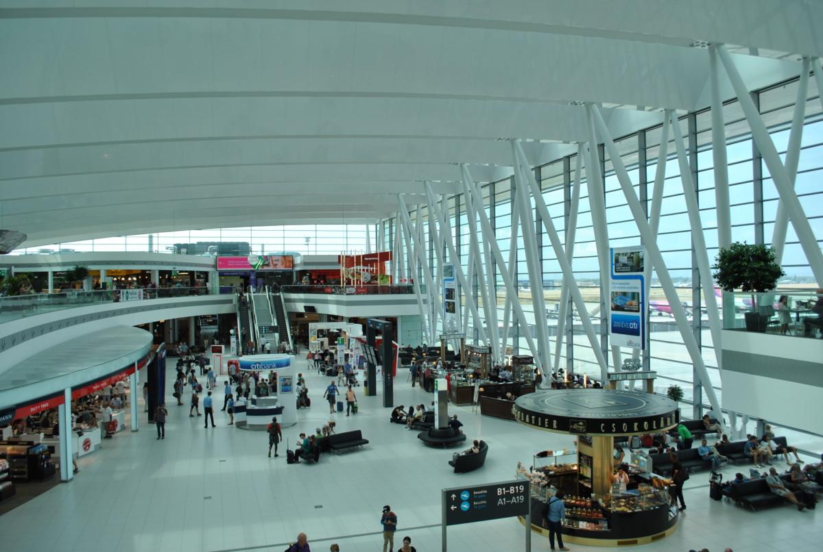 A Liszt Ferenc Repülőtér 2-es termináljának várócsarnoka.
