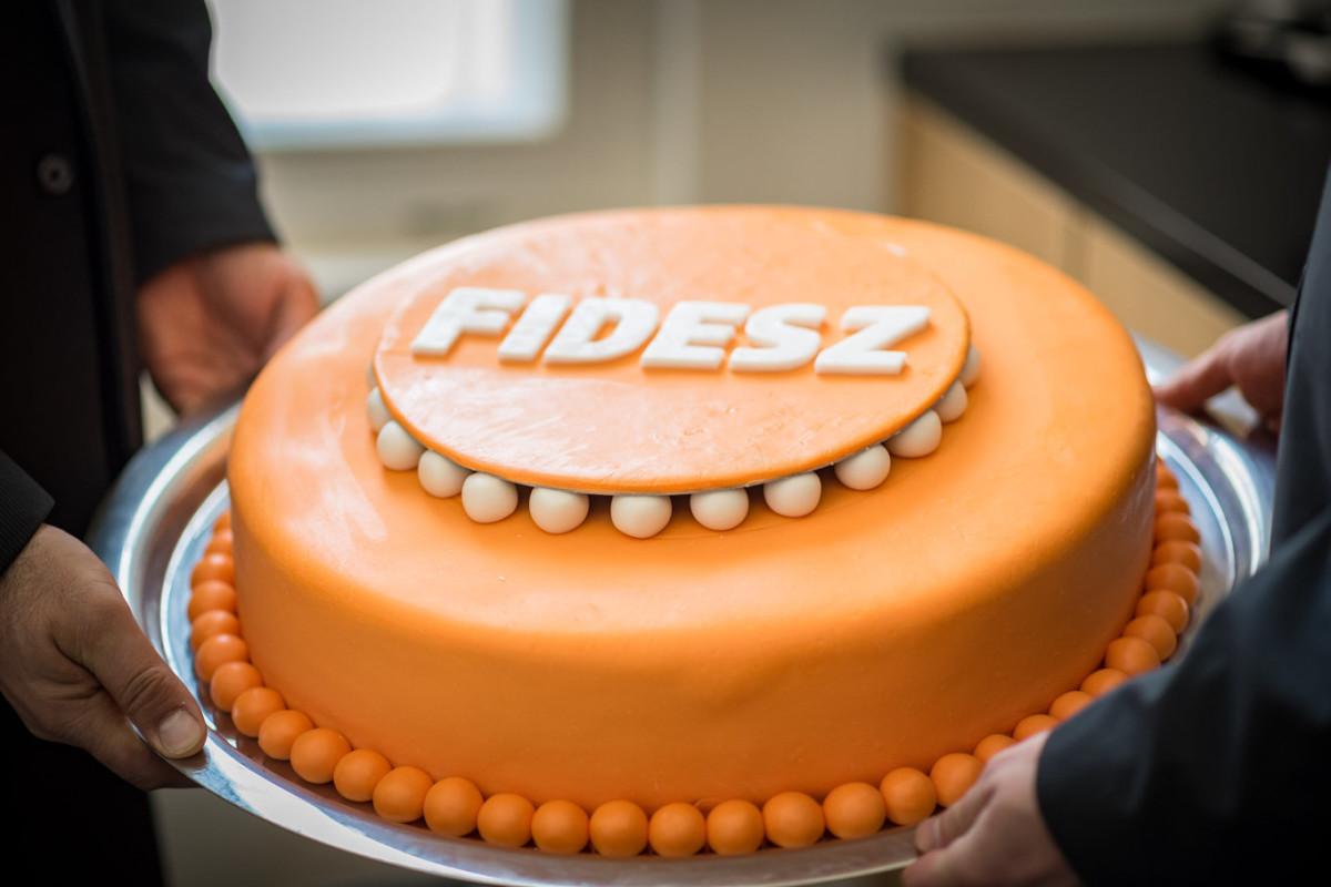 Torta a Fidesz 31. születésnapi ünnepségén a Fidesz Lendvay utcai székházában 2019. március 30-án.