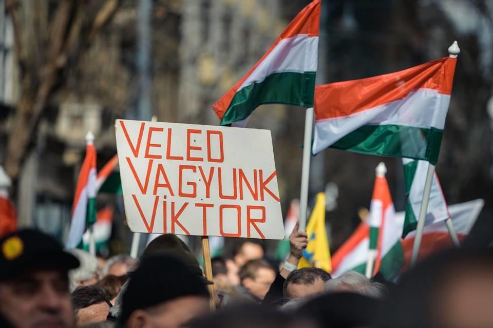 Médianéző: a Fidesz nagy fölénnyel nyert a Facebookon március 15-én