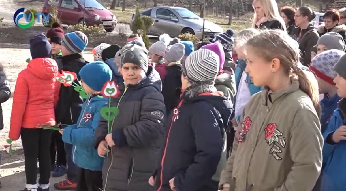 Szuverenitásról, külföldi médiáról süketelt a gyerekeknek a fideszes képviselő – ennyire érdekelte a hallgatóságot