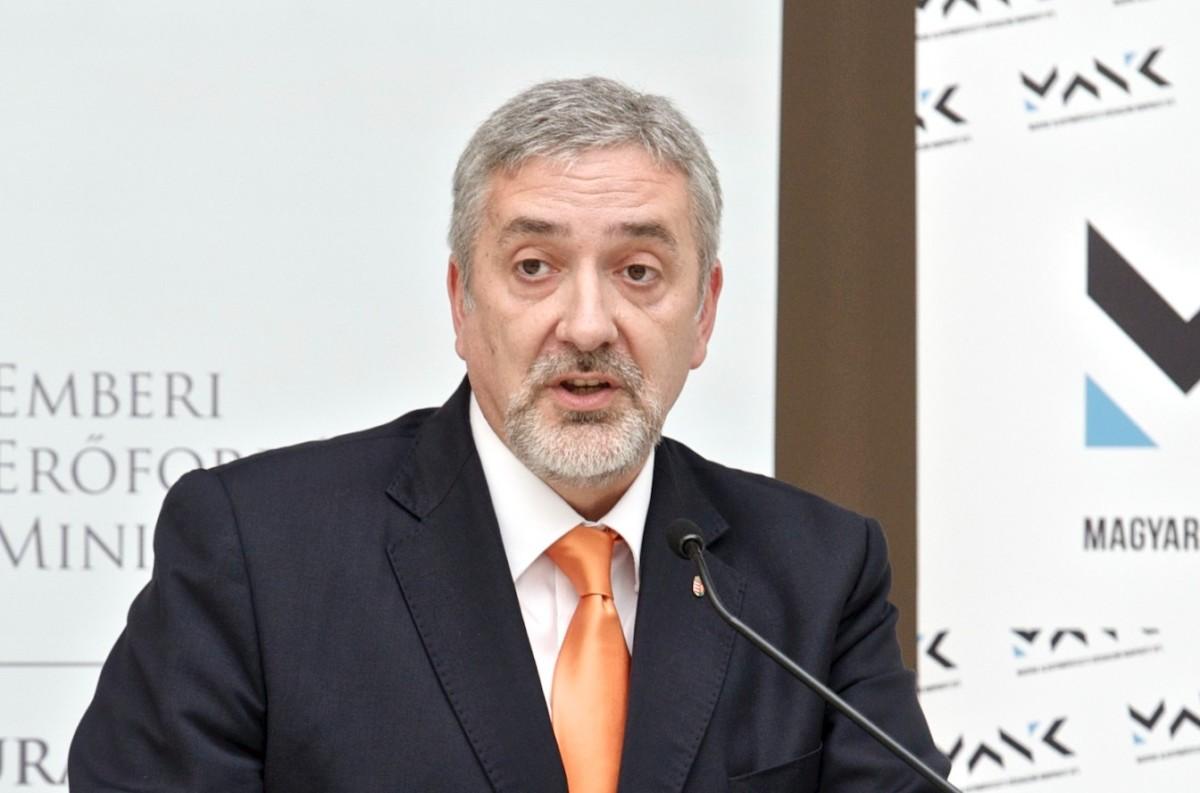 Fidesz: Gyurcsányék elvennének a családoktól, a migránsoknak pedig adnának