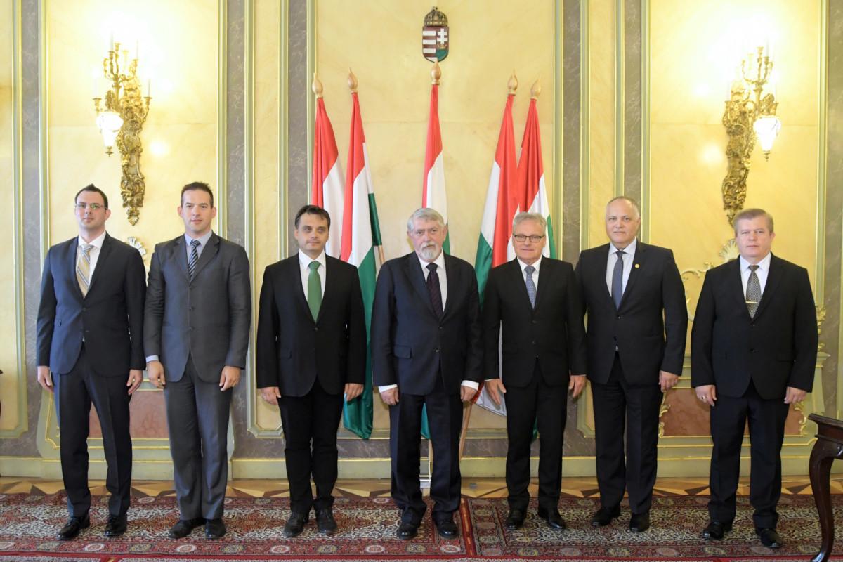 Kásler Miklós, az Emberi Erőforrások Minisztériumának minisztere és helyettes államtitkárai.