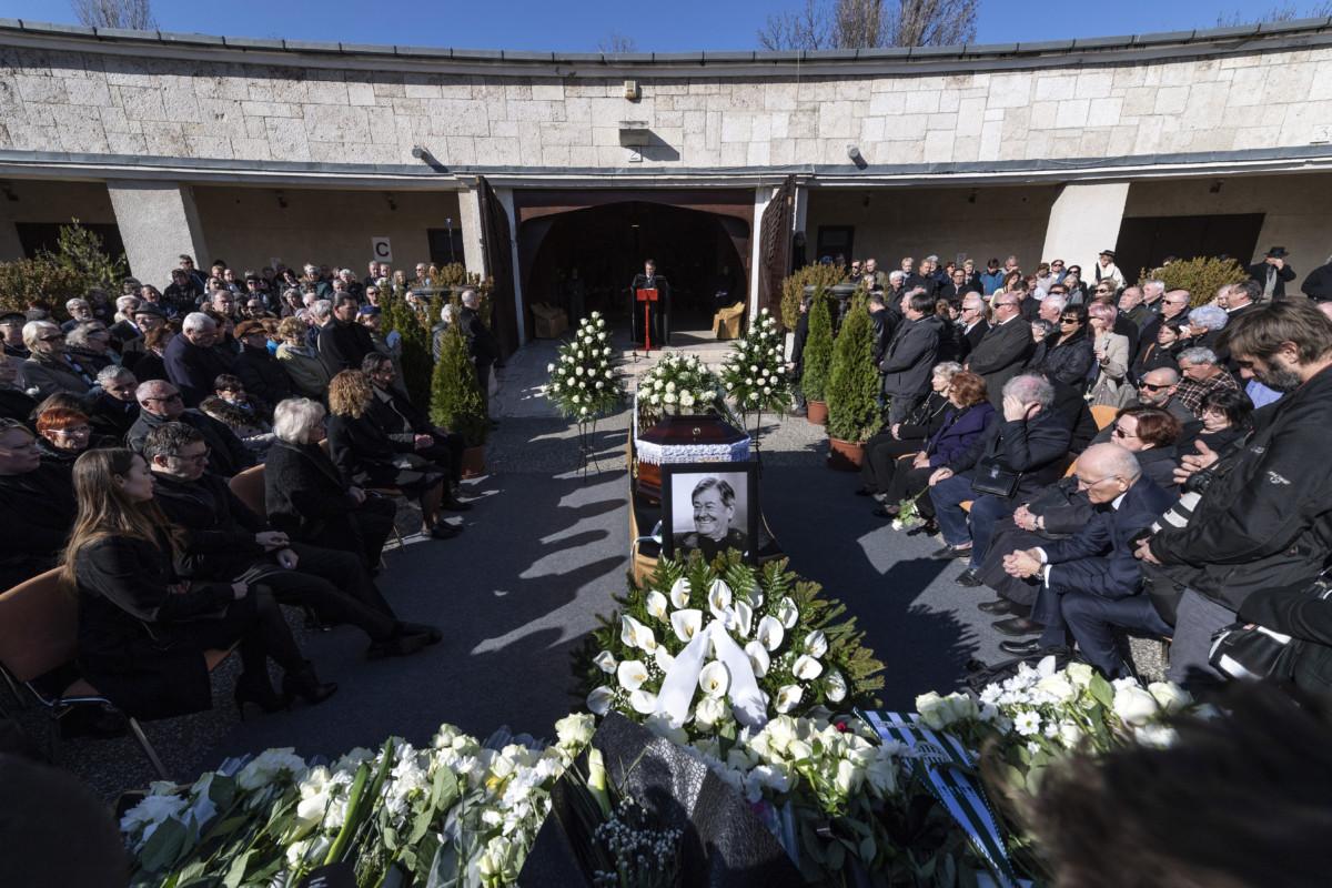 Koós János táncdalénekes, előadóművész, humorista, színész temetése a Farkasréti temetőben 2019. március 20-án.