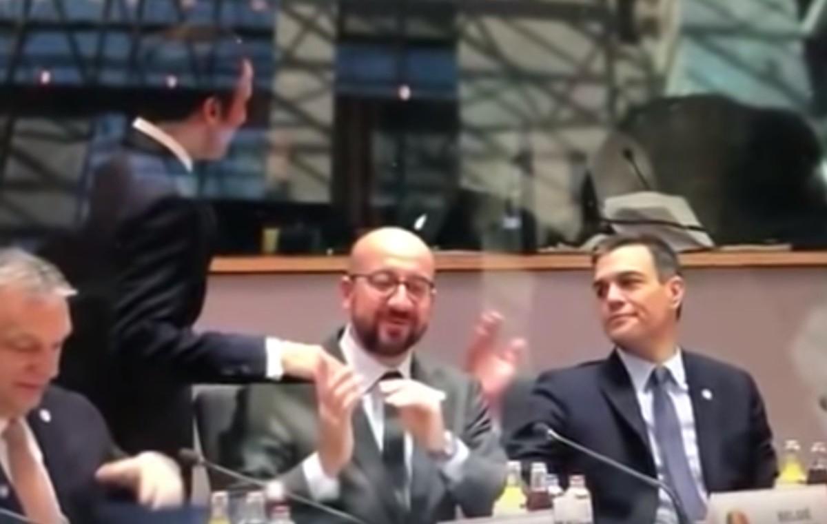 Látványosan alázta Orbánt a francia elnök