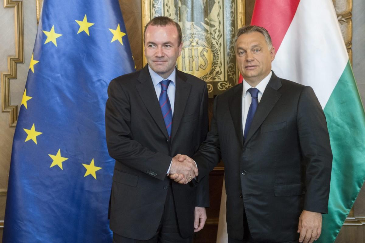 Orbán Viktor miniszterelnök (j) fogadja Manfred Webert, az Európai Néppárt frakcióvezetőjét az Országházban 2015. szeptember 11-én.