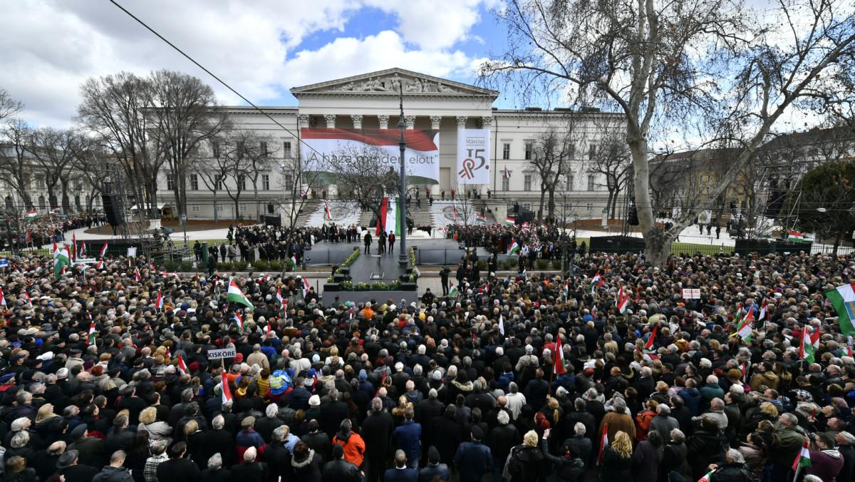 Résztvevők az 1848/49-es forradalom és szabadságharc emléknapja alkalmából tartott állami ünnepségen a Múzeumkertben 2019. március 15-én.