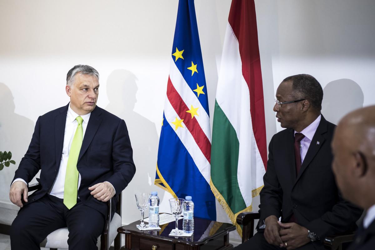 Orbán Viktor miniszterelnök (b) tárgyalása Ulisses Correia e Silvával, a Zöld-foki Köztársaság miniszterelnökével Praiában 2019. március 28-án.