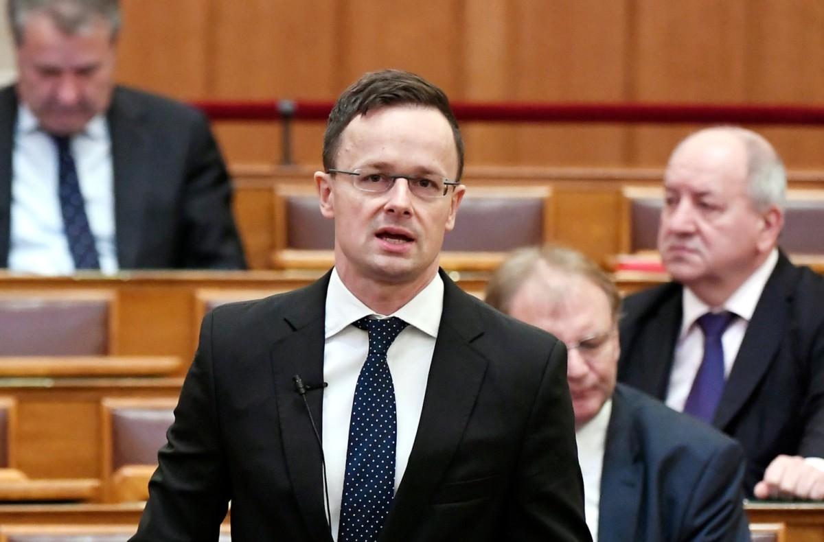 Szijjártó Péter külgazdasági és külügyminiszter napirend előtt szólal fel az Országgyűlés plenáris ülésén 2019. március 25-én.