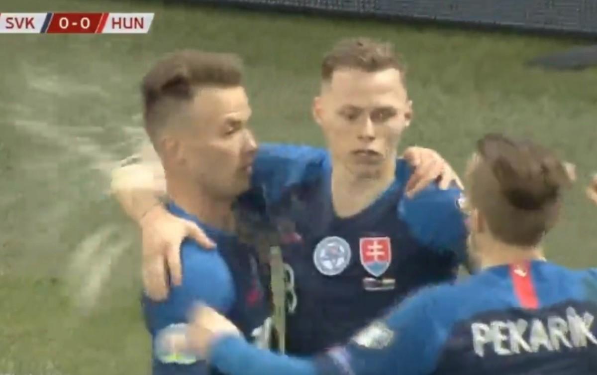 Sörrel dobták meg a szlovák játékost a magyar szurkolók