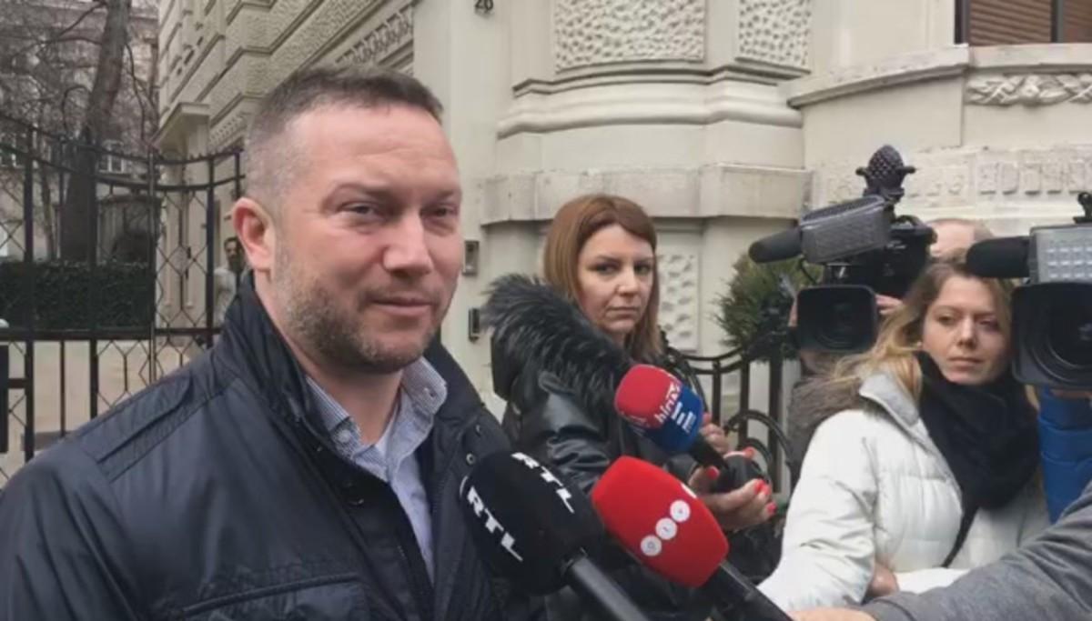 Nem engedték be Ujhelyi Istvánt a Fidesz sajtótájékoztatójára
