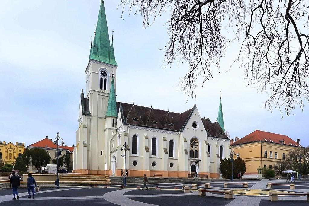 A kaposvári Nagyboldogasszony-székesegyház.