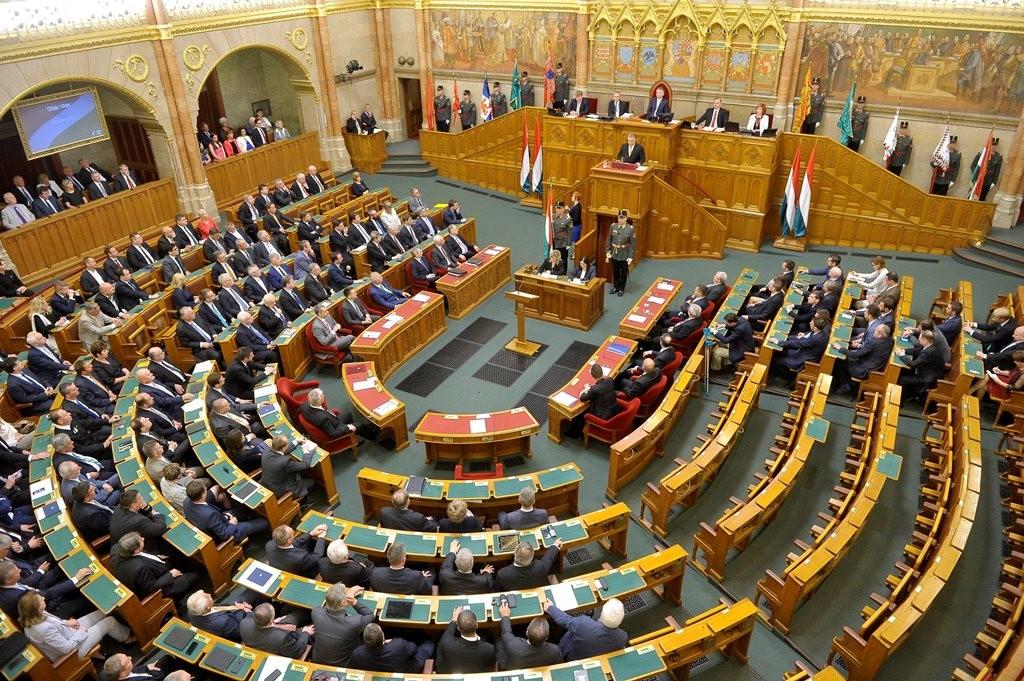 153 milliót tankoltak el tavaly a parlamenti képviselők, fideszes a rekorder