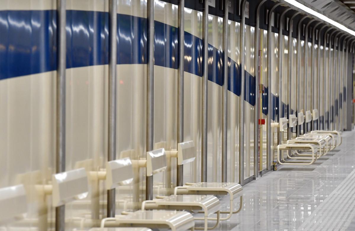A felújított Gyöngyösi utcai metróállomás a 3-as metróvonal északi szakaszán 2019. április 4-én. A 3-as metróvonal megújult északi, az Újpest-központ és Dózsa György út közötti szakaszát március 30-án átadták át.
