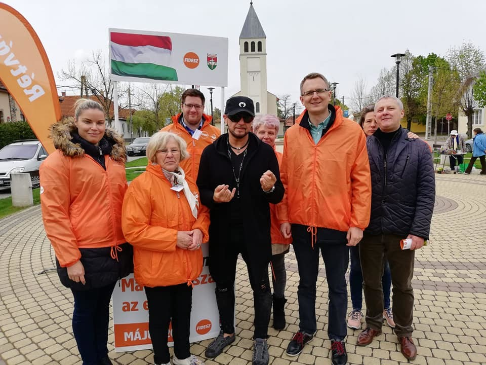 Nem várt szereplővel kapott erősítést a Fidesz EP-kampánya