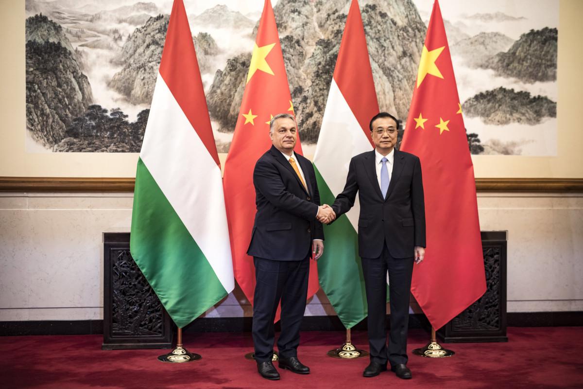 Orbán Viktor miniszterelnök (b) és Li Ko-csiang kínai miniszterelnök kétoldalú tárgyalásukon Pekingben 2019. április 25-én.
