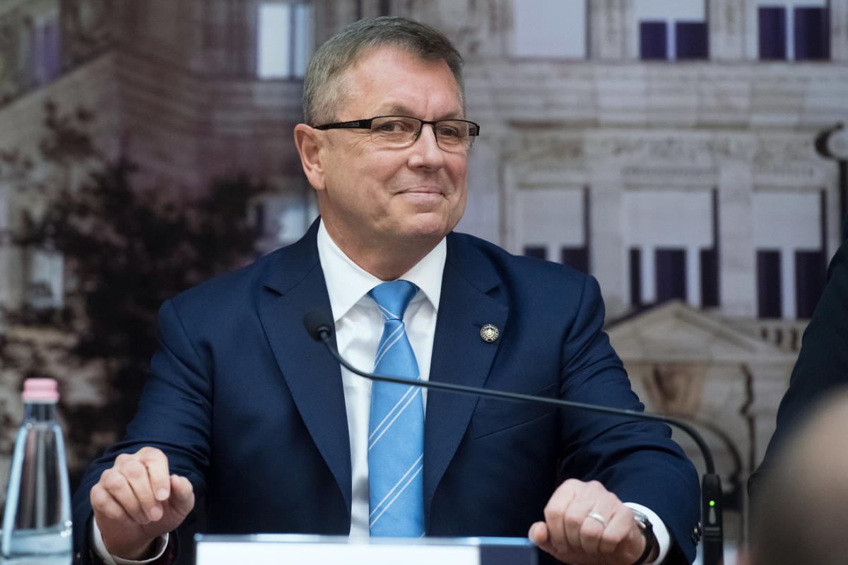 Matolcsy György, a Magyar Nemzeti Bank (MNB) elnöke a monetáris tanács döntéséről tartott sajtótájékoztatón a jegybank székházában 2019. március 26-án.