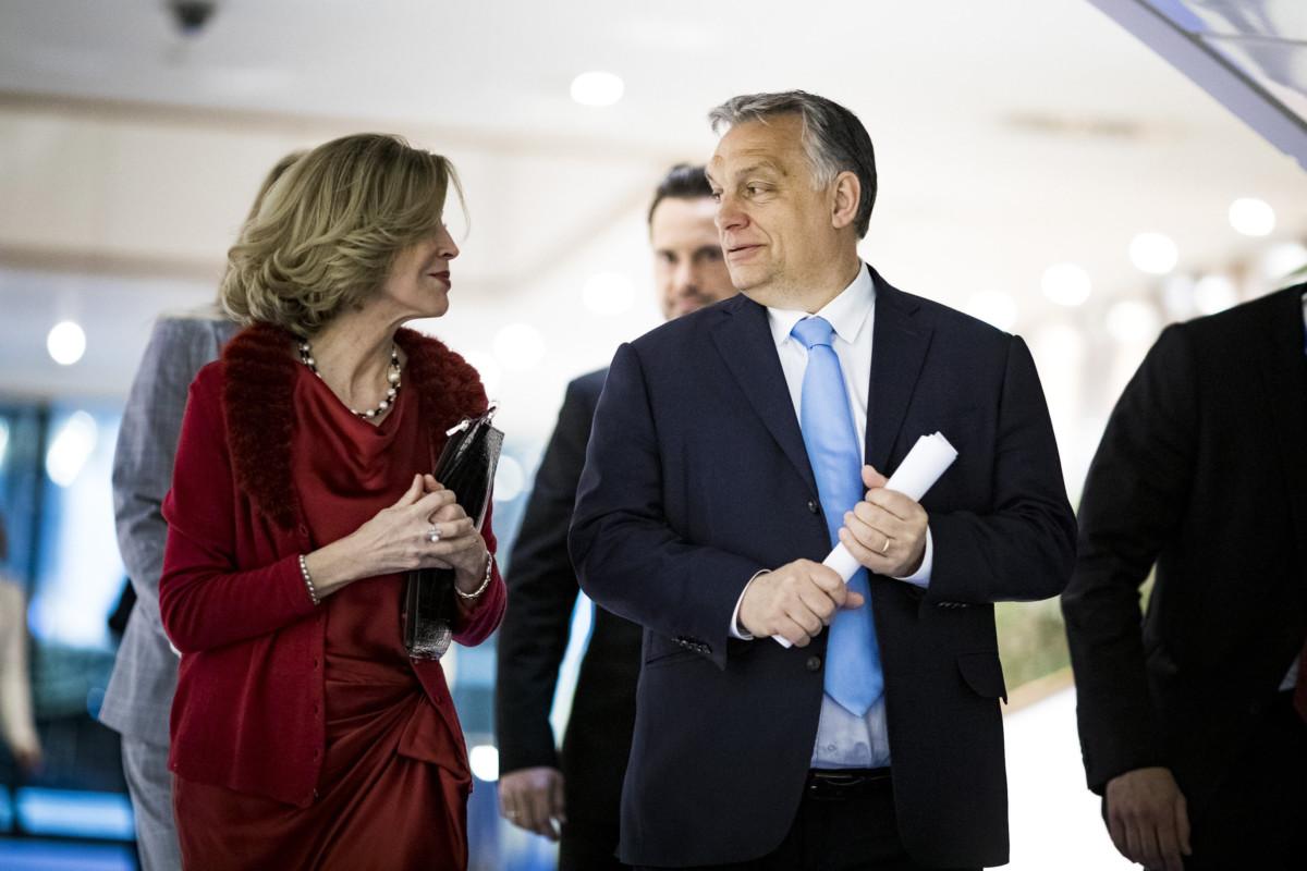 Orbán Viktor miniszterelnök érkezik a kereszténydemokrata pártokat tömörítő politikai szövetség, a CDI tanácskozására Brüsszelben, az Európai Parlament épületében 2019. április 10-én.