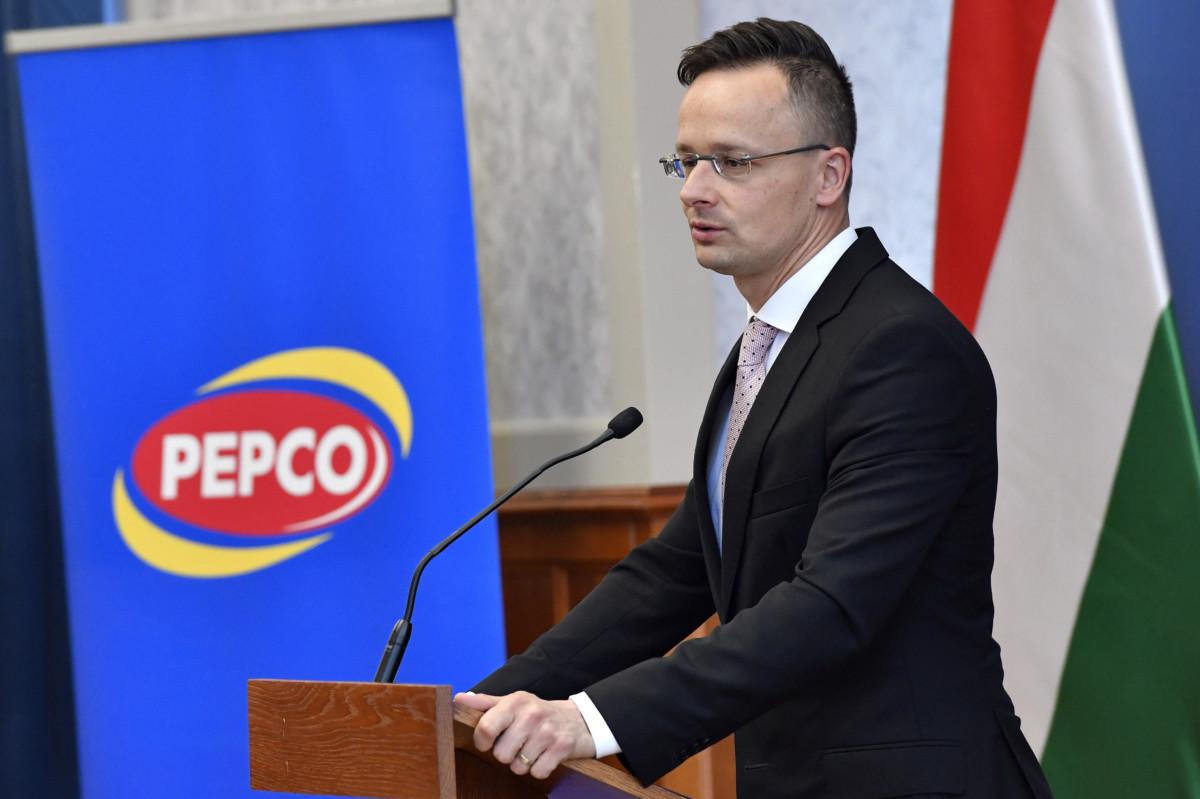 Szijjártó Péter külgazdasági és külügyminiszter beszél a Pepco beruházásbejelentő sajtótájékoztatóján a Külgazdasági és Külügyminisztériumban 2019. április 16-án. A Pepco csaknem 27,2 milliárd forintos logisztikai beruházást telepít Magyarországra, hogy a régió valamennyi országát kiszolgálhassa a Pest megyei Gyálról.