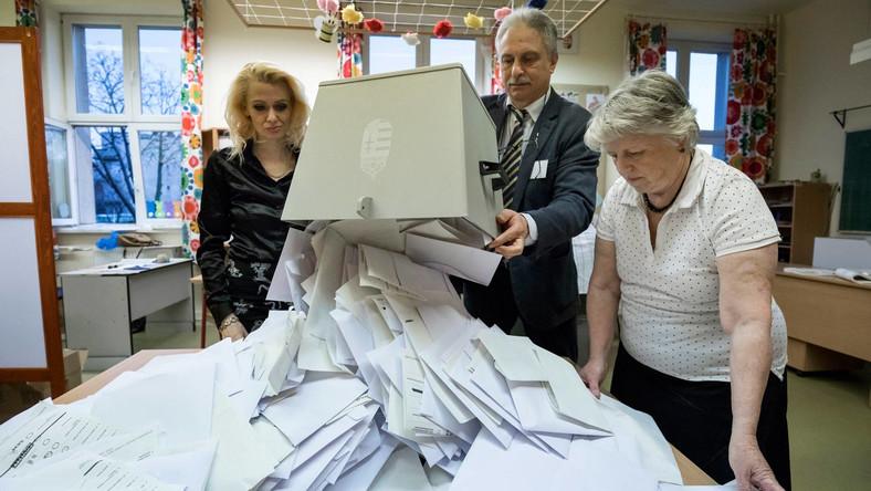 Urnabontás a budapesti Bocskai István Általános Iskolában kialakított szavazókörben az országgyűlési képviselő-választás napján, 2018. április 8-án.