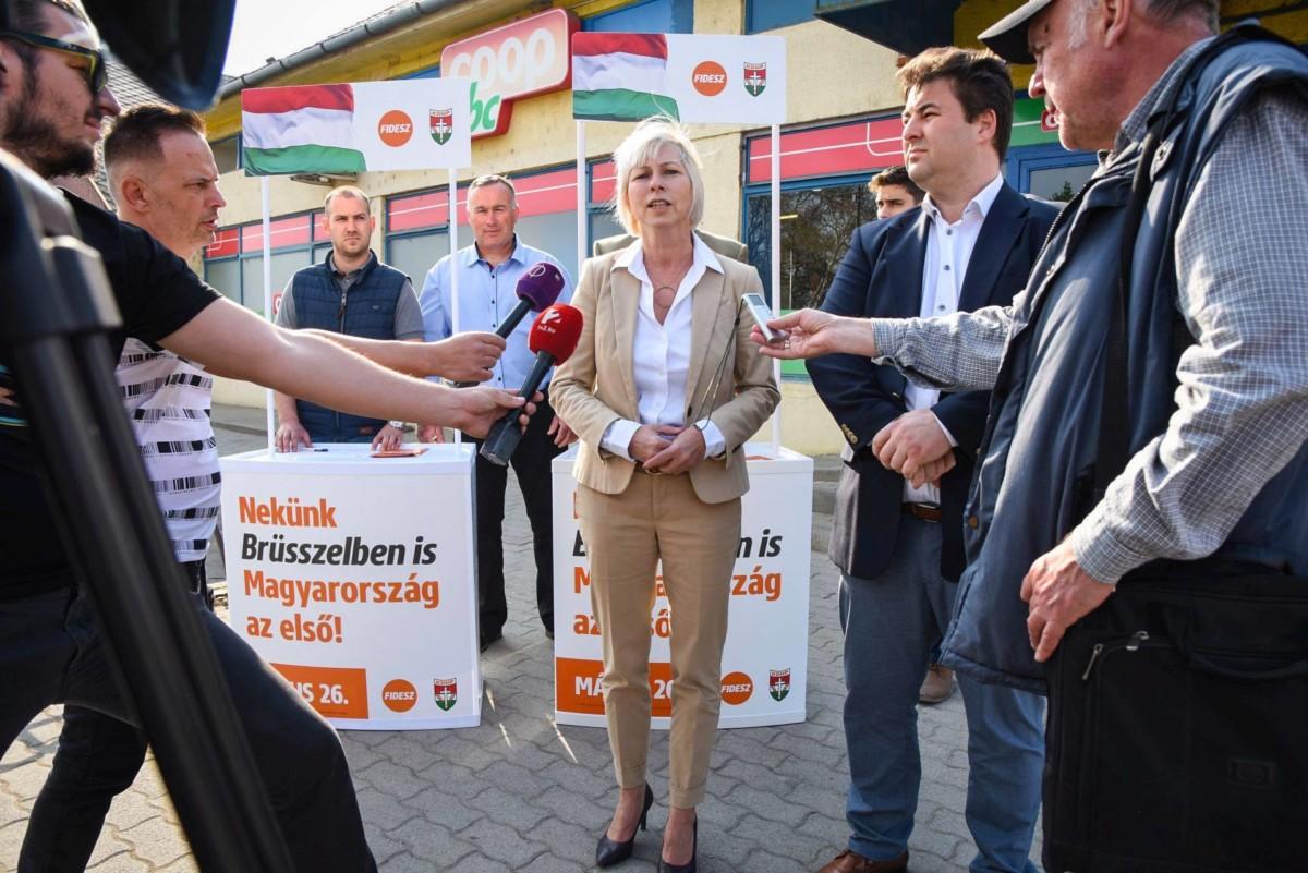 Csöbör Katalin biztosítja a felsőzsolcaiakat 2019. április 10-én, hogy Borsod nem lesz muszlim gyarmat.
