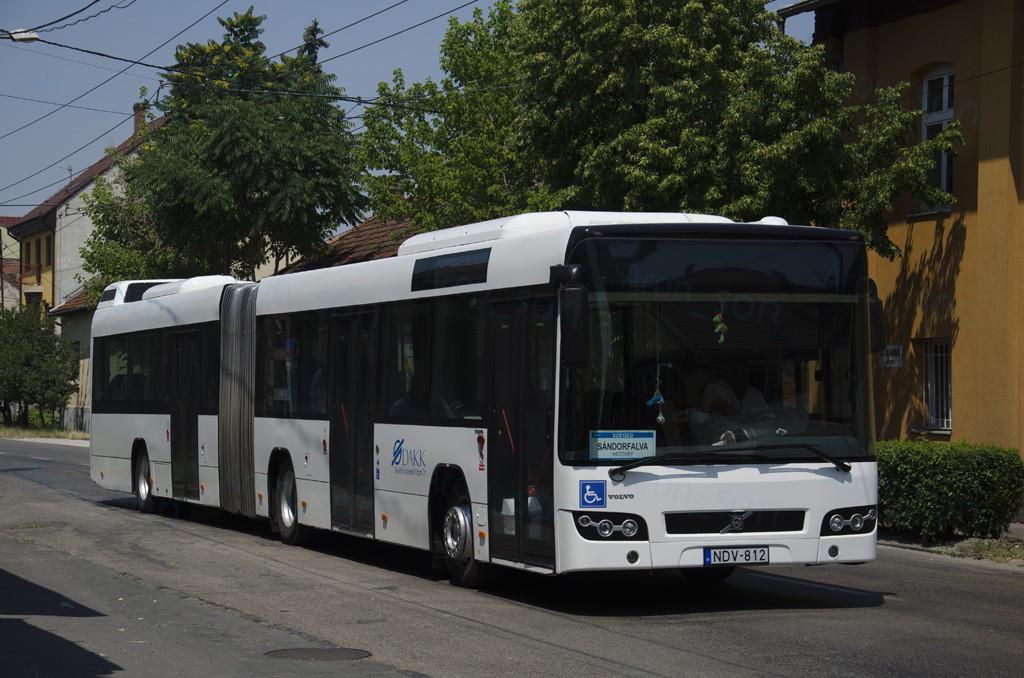 Megszólalt a lány, aki társaival elkötött egy buszt Sándorfalván