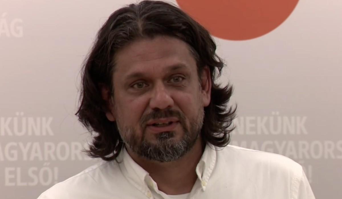 Deutsch Tamás szerint teljesen életszerű, hogy Orbán saját zsebből fizette a magánrepülős útjait