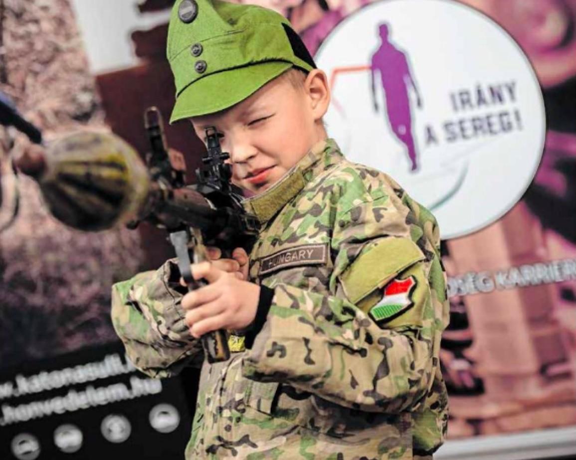 Gyerekkatonákat is csatasorba állít a haza védelmére a nagykanizsai önkormányzati újság