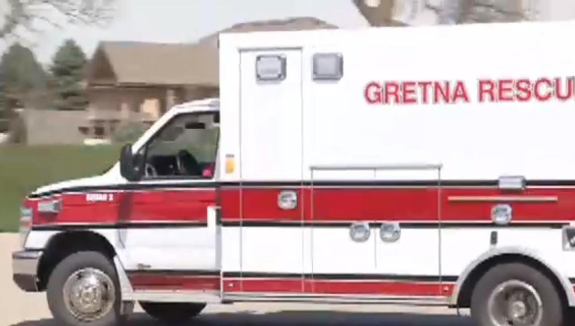 Kátyúba hajtott a mentő, helyereállt a beteg szívműködése