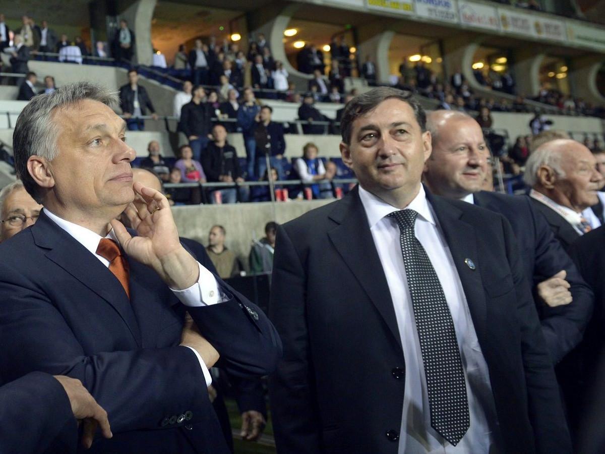 Orbán Viktor miniszterelnök és Mészáros Lőrinc, a Puskás Akadémia elnöke a felcsúti Puskás Akadémia Pancho Aréna első hivatalos mérkőzése után 2014. április 21-én.