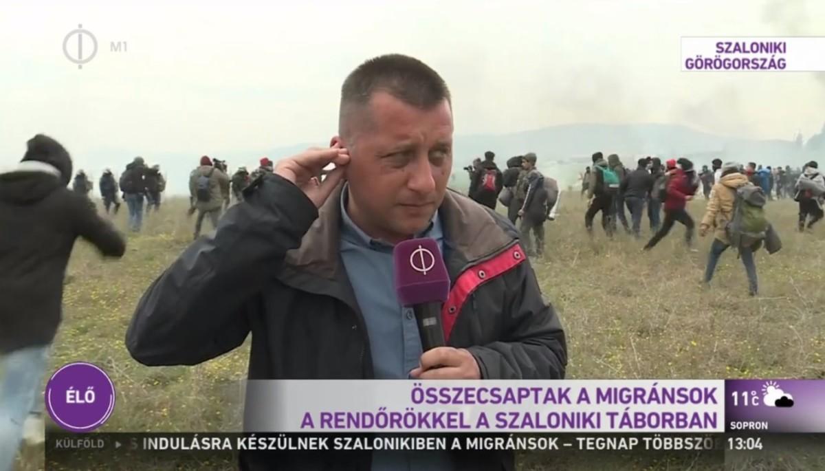 Haditudósítást imitáló közmédiás bejelentkezés a szaloniki táborból.