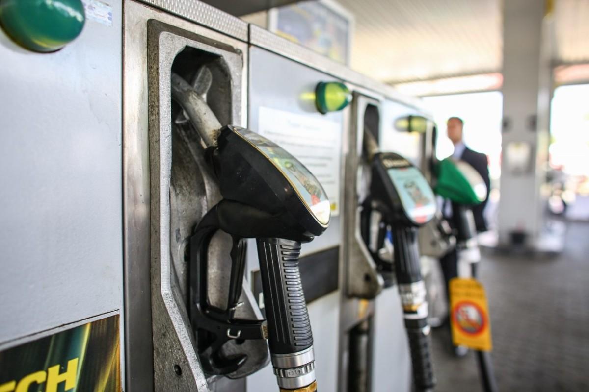 Nagyot esik a benzin ára pénteken