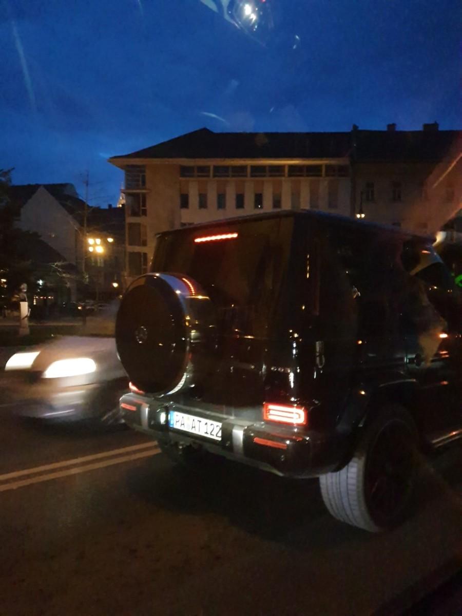 Az 50 milliós Mercedes terepjáró, amelyben Tiborcz István lefotózták.