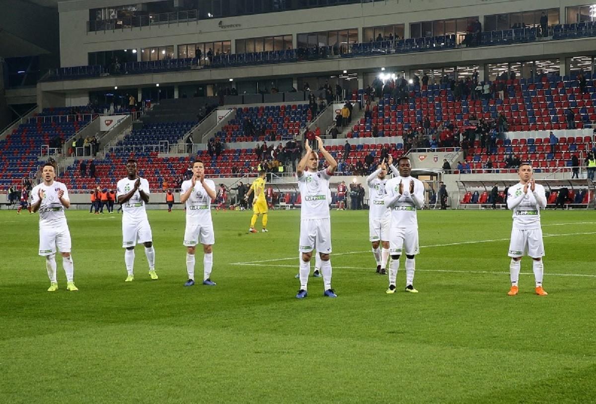 Lezuhant egy szurkoló az új székesfehérvári stadion lelátójáról
