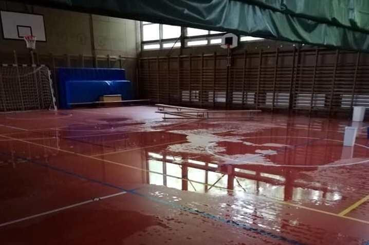 Életveszélyesen beázott egy általános iskola Kaposváron