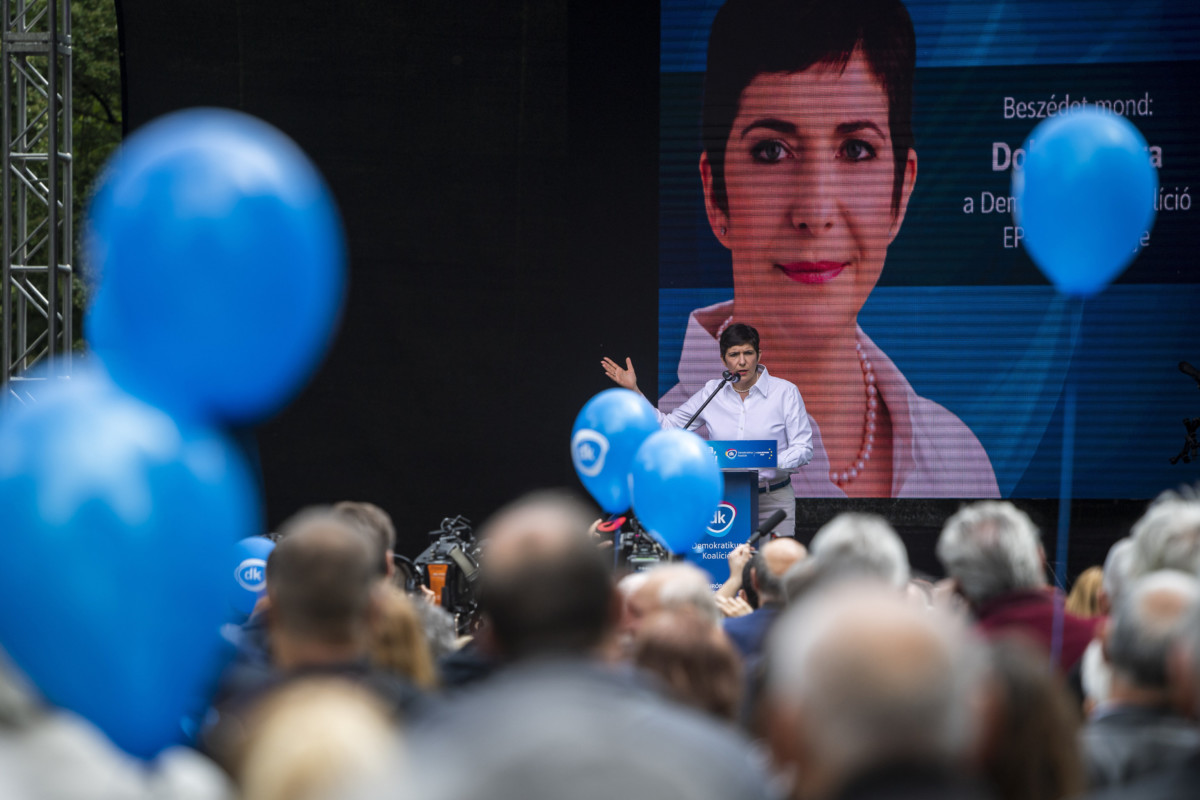Dobrev Klára, a Demokratikus Koalíció EP-listavezetője, képviselőjelöltje beszédet mond a Majálisozz a DK-val című rendezvényen a budapesti Városligetben 2019. május 1-jén.