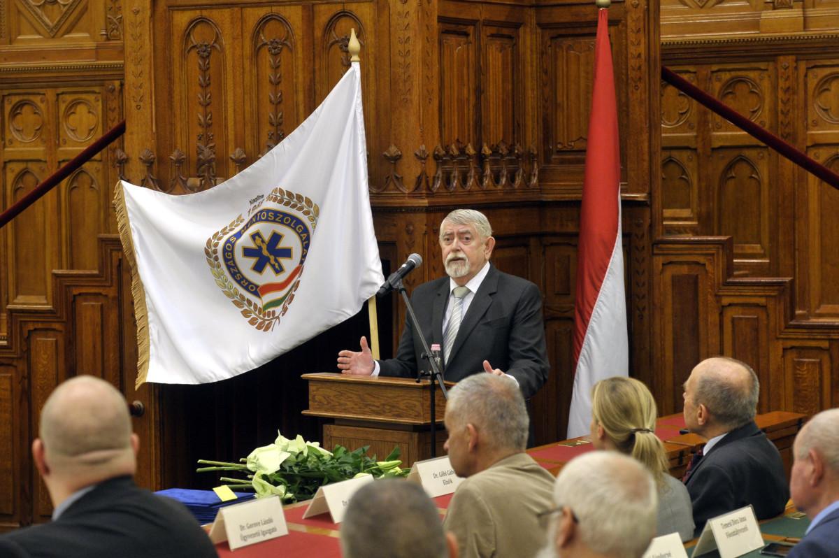 Kásler Miklós, az emberi erőforrások minisztere beszédet mond az Országos Mentőszolgálat fennállásának 71. évfordulóján tartott rendezvényen, a mentők napján az Országház Felsőházi üléstermében 2019. május 10-én.