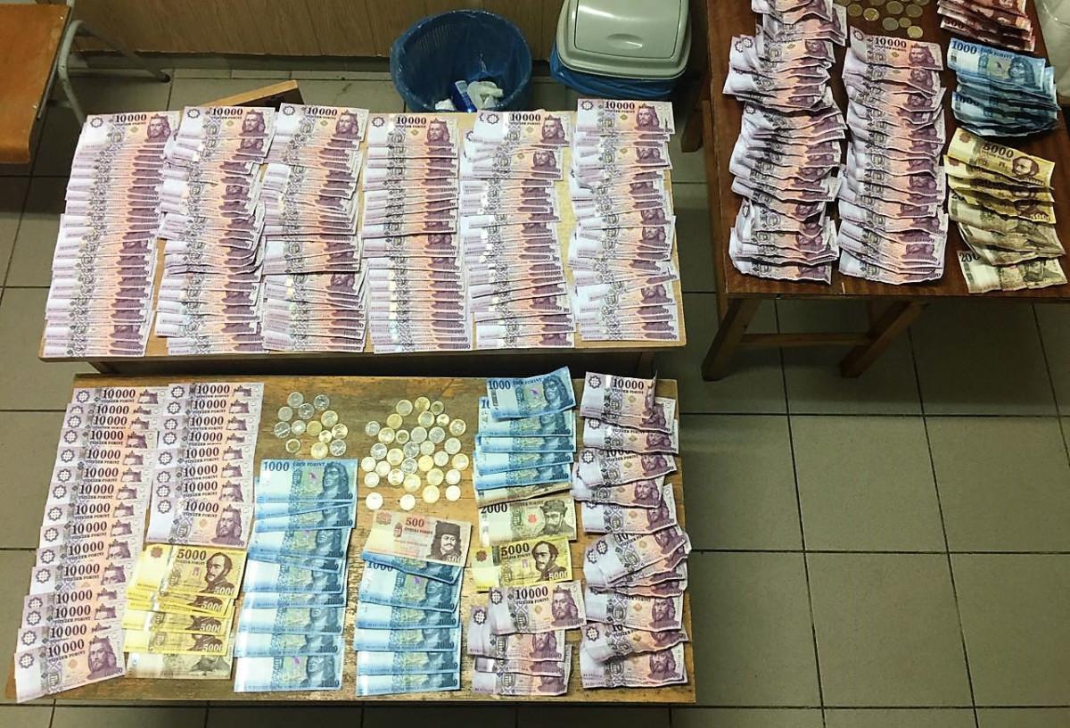 Három lány 5 milliót lopott, majd három bőrönddel elmentek Debrecenbe shopingolni