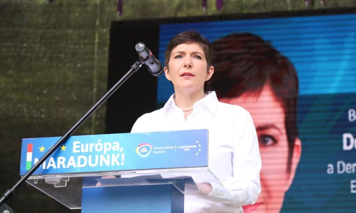 Dobrev Klára: minél hamarabb be kell vezetni az eurót