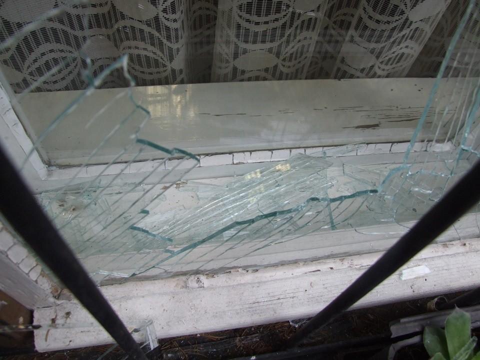 Tört-zúzott, majd a vasutast is megverte egy 17 éves fiú Drégelypalánkon