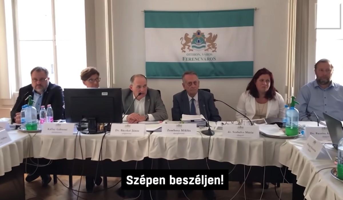 Tenyérbemászó módon osztotta a fideszes polgármester a ferencvárosi lakókat