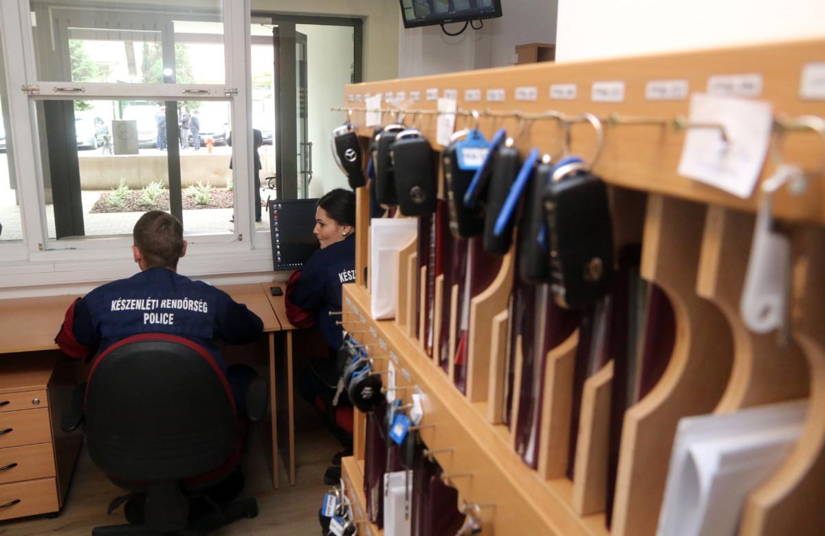 Rendőrök az alegységügyeleten a Készenléti Rendőrség Kelet-magyarországi Határrendészeti Igazgatóság Határvadász Bevetési Főosztály III. XXI. Határvadász Bevetési Osztály állományának elhelyezéséül szolgáló új épület átadásán Miskolcon 2019. május 16-án.