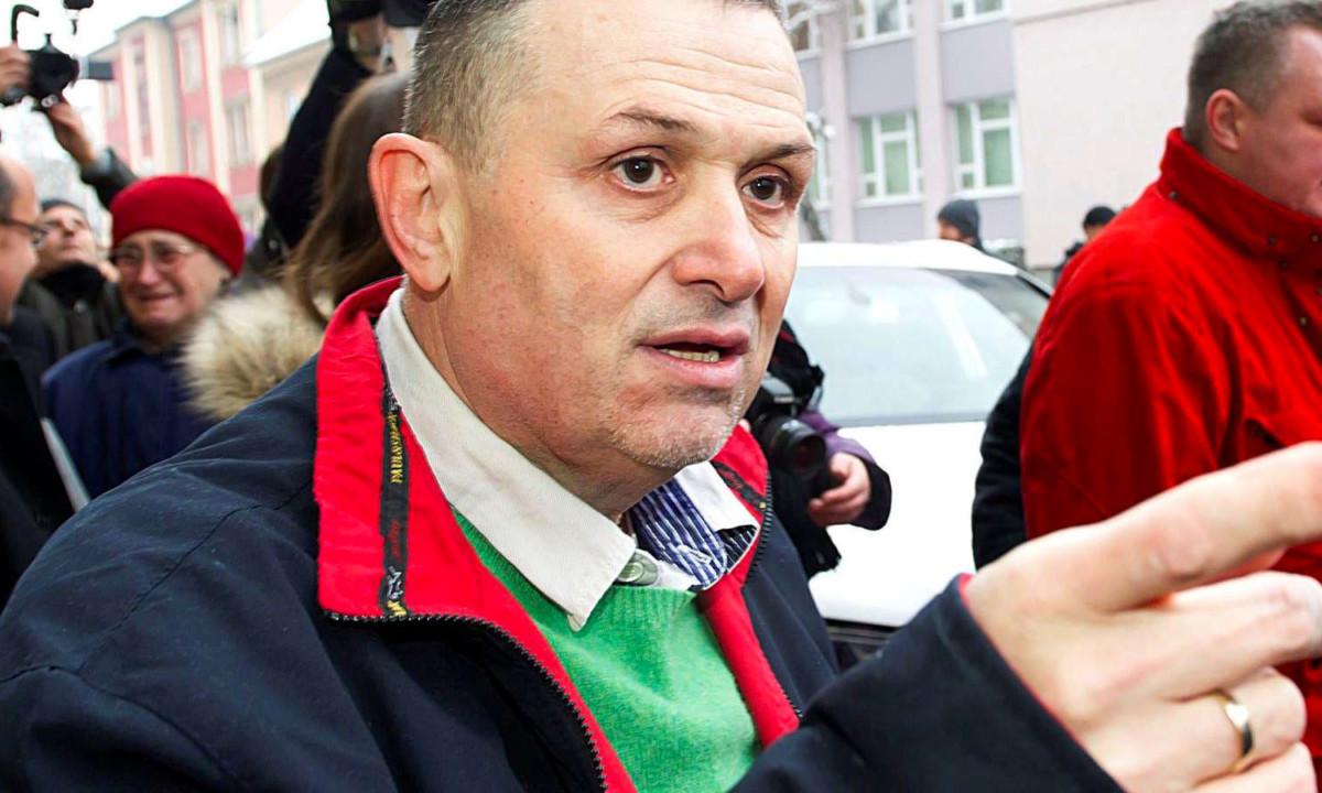 Galambos Lajos, a Lagzi Lajcsi néven ismert zenész távozik a székesfehérvári büntetés-végrehajtási intézetből 2016. január 24-én.
