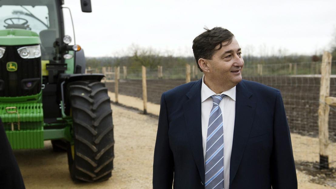 Mészáros Lőrinc (Fidesz-KDNP) felcsúti polgármester a Búzakalász 66 Felcsút Kft. bányavölgyi mangalicatelepének avatásán a Fejér megyei Alcsútdobozon 2014. november 18-án.