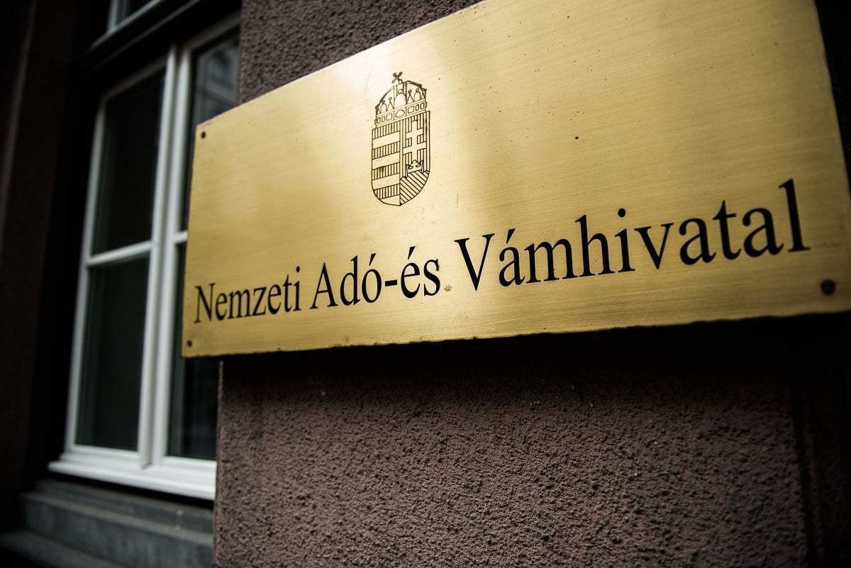 Elvittek több NAV-dolgozót, korrupciós ügyről lehet szó