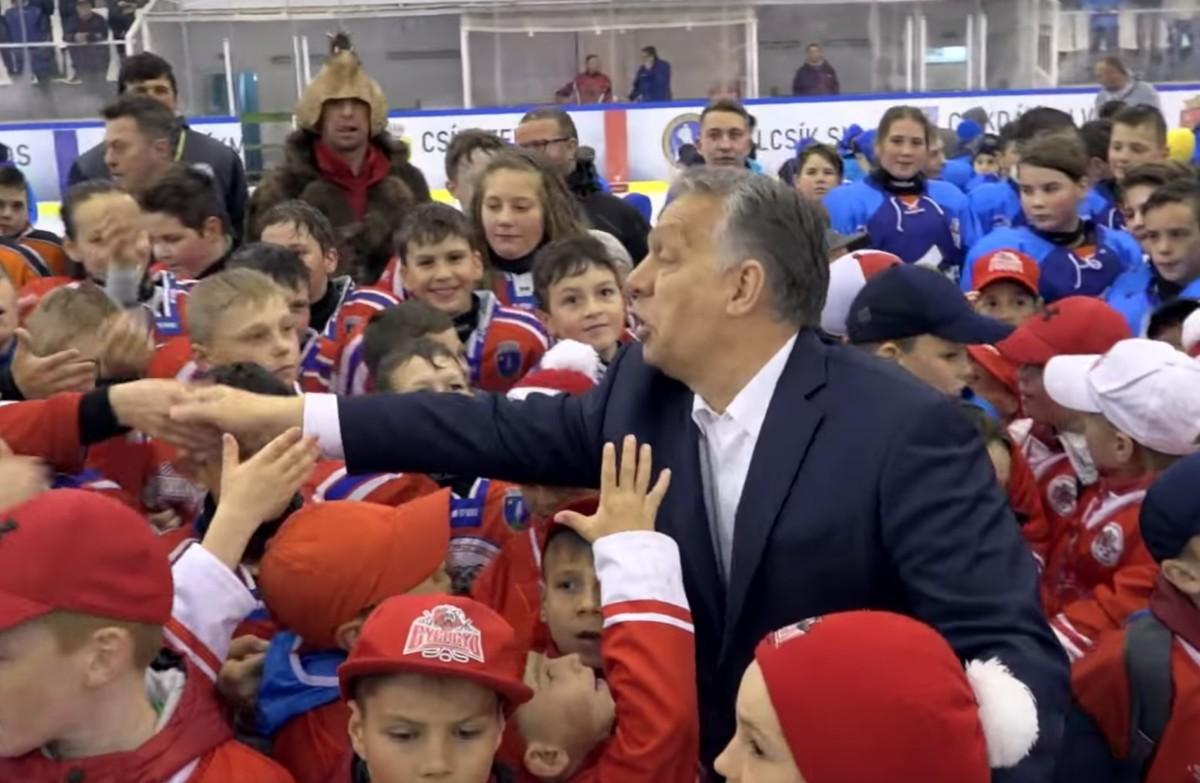 Székely gyerekekkel is körberajongtatták Orbánt