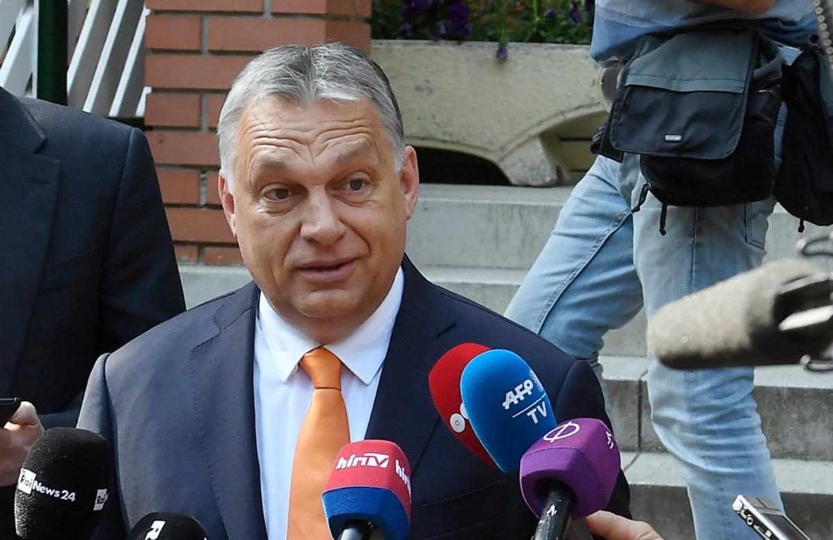 Orbán Viktor miniszterelnök, a Fidesz elnöke a sajtó munkatársainak nyilatkozik, miután leadta szavazatát az európai parlamenti választáson a főváros XII. kerületében a Zugligeti Általános Iskolában kialakított 53-as szavazókörben 2019. május 26-án.