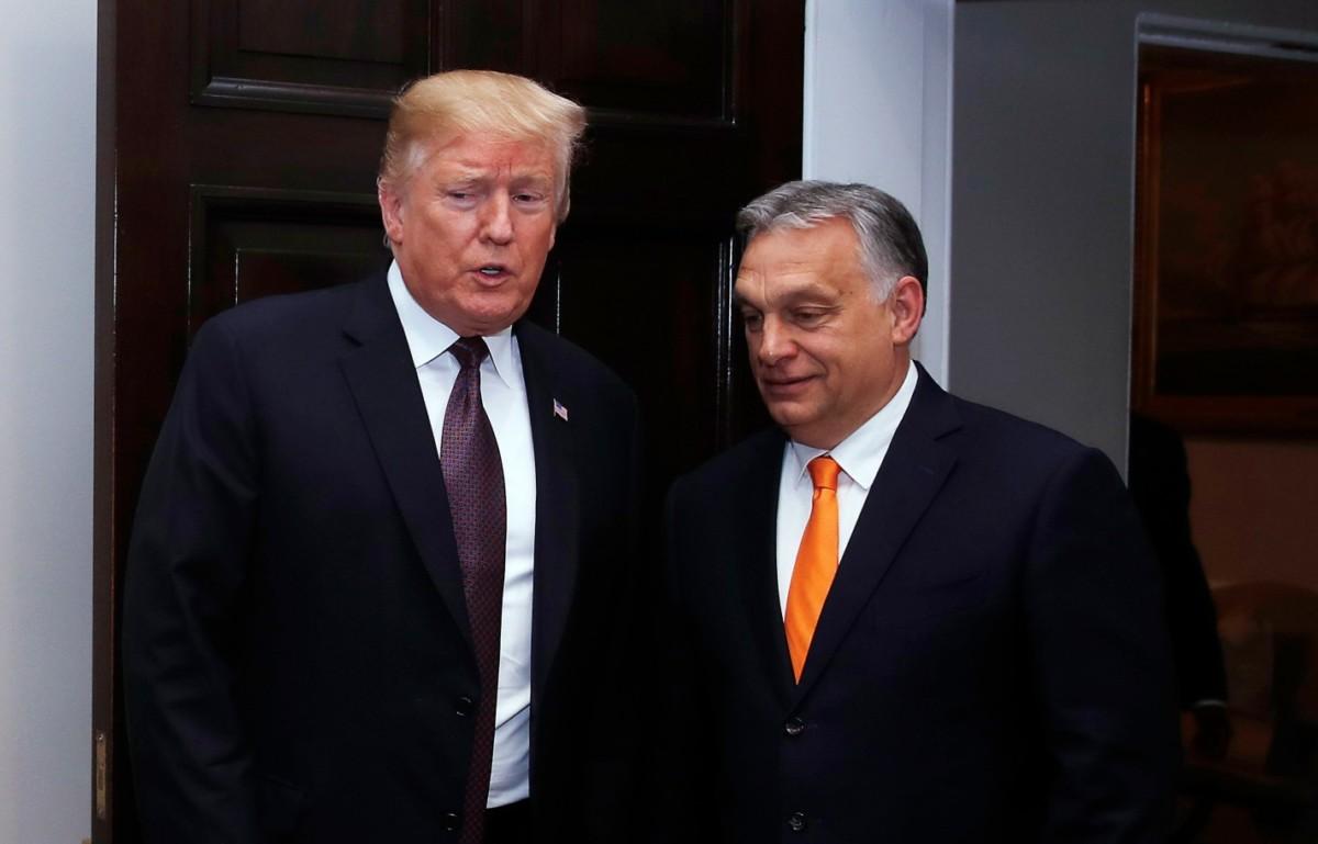 Donald Trump amerikai elnök (b) fogadja Orbán Viktor miniszterelnököt a washingtoni Fehér Házban 2019. május 13-án.